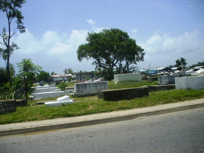 cmentarz przy glownej drodze