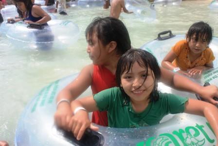 Wyjazd dzieci majańskich z wioski F.I.Madero do Parku Xcaret z Polskim Biurem Podróży ME TOURS